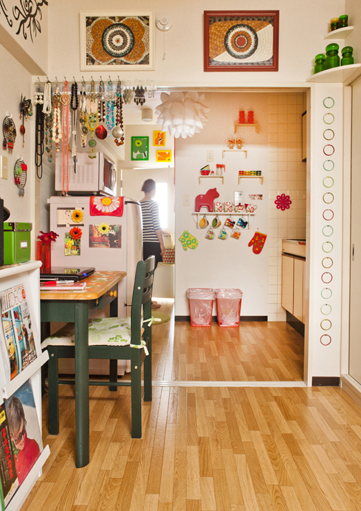 Fun storage--display it in a quirky way! http://cushandnooks.blogspot.se/2012/01/tiny-in-tokyo.html
